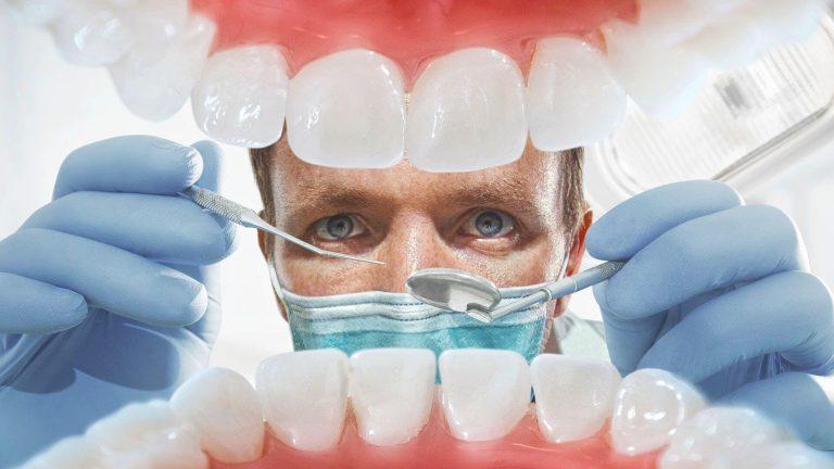 Беззубый пациент стал миллионером в суде за счет нерадивого стоматолога